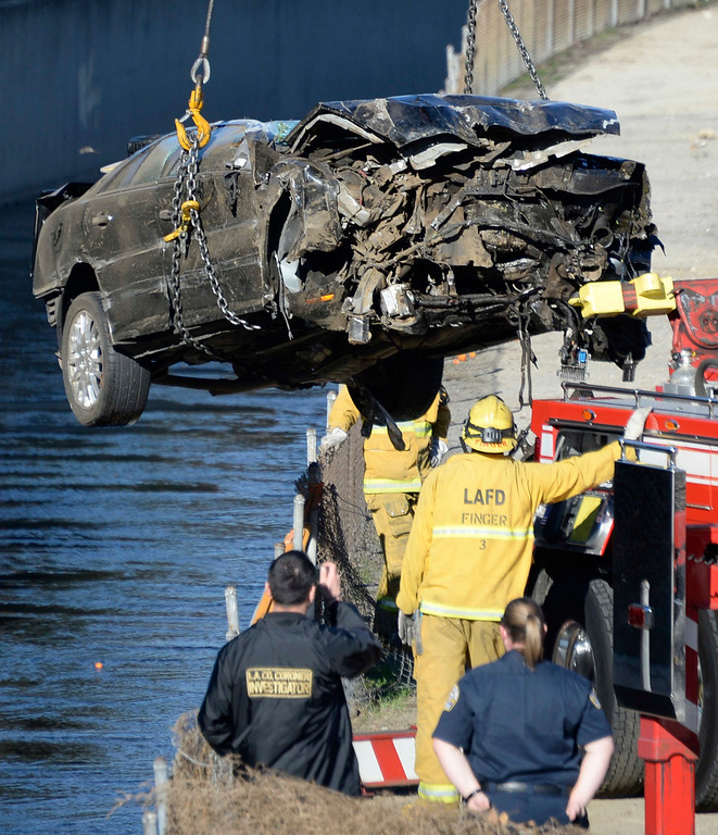 . LA city firefighters lift out a car were one person was found dead this morning inside a vehicle in the Tujunga Wash in the Toluca Lake area, authorities said. The body, tentatively identified as a 31-old-male driver from Woodland Hills, was discovered about 7:15 a.m. near the 4300 block of Vineland Avenue, the Los Angeles Fire Department reported.  Investigators were working to determine how the vehicle ended up on its side in the wash, which is near the northbound Hollywood (101) Freeway. Jan 2,2014. Photo by Gene Blevins/LA Dailynews
