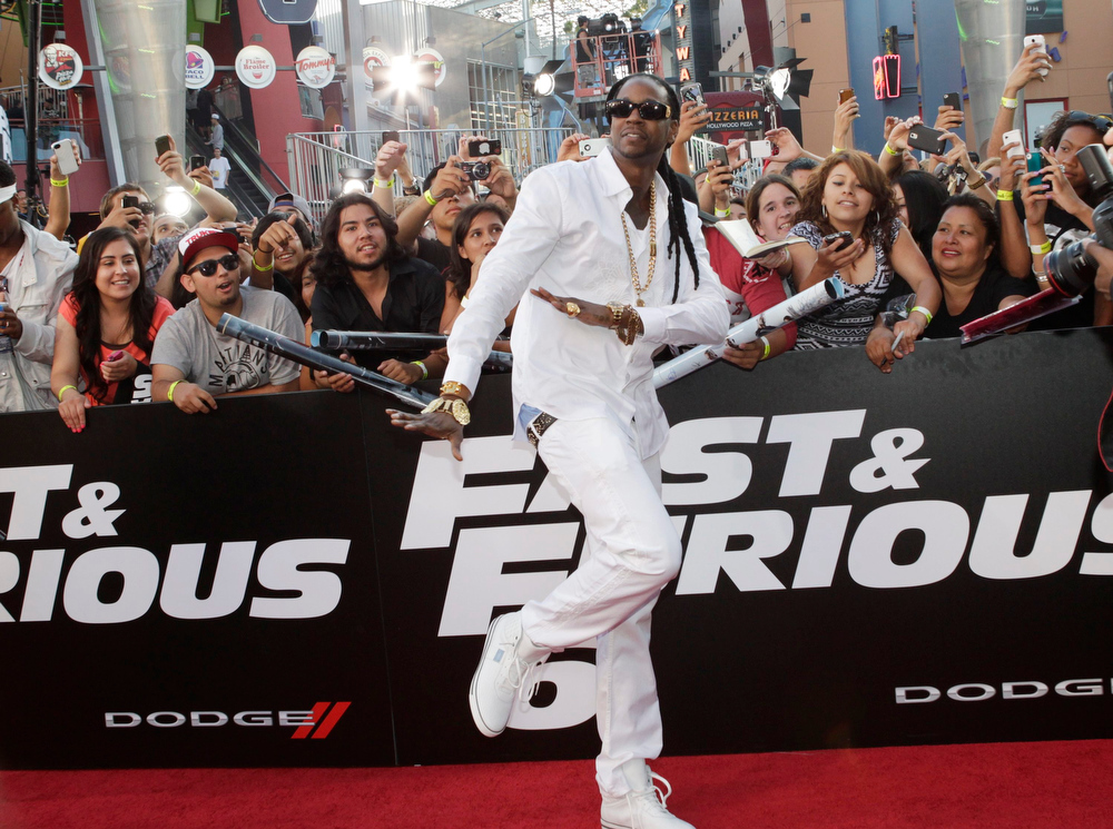 """. Rapper 2 Chainz greet fans as he arrives as a guest at the premiere of the new film, \""""Fast & Furious 6\"""" at Universal Citywalk in Los Angeles May 21, 2013. REUTERS/Fred Prouser"""