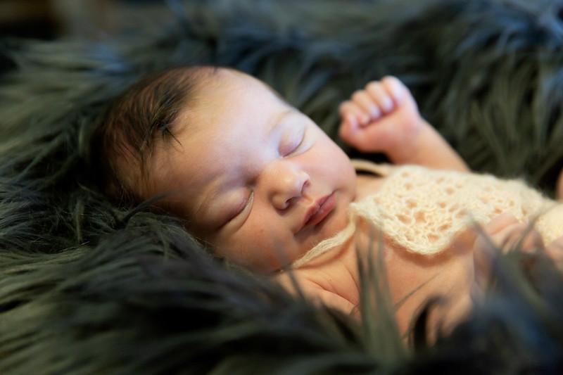 Newbornsession (5).JPG