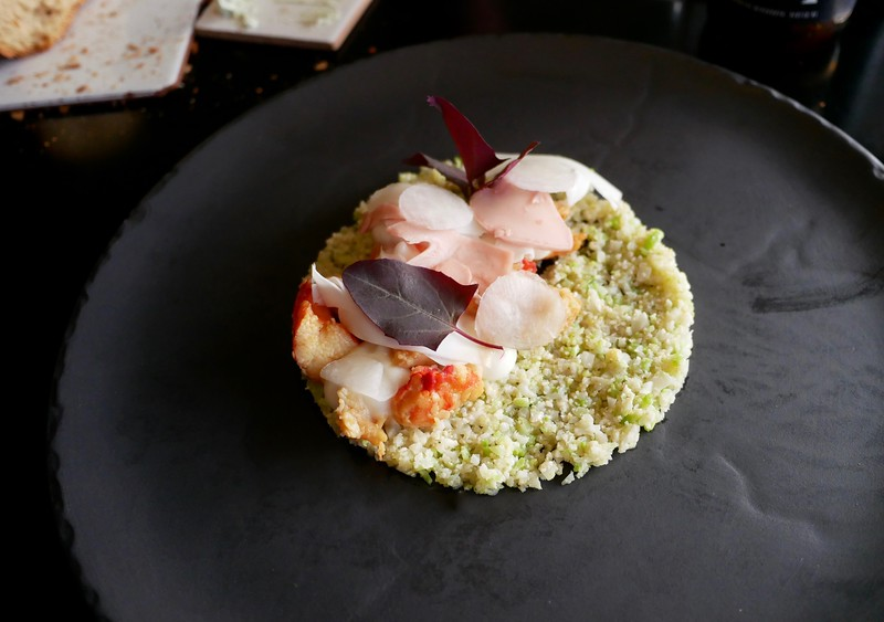 Kødbyens Fiskebar: Norwegian king crab with seared cauliflower, mead & wild roses