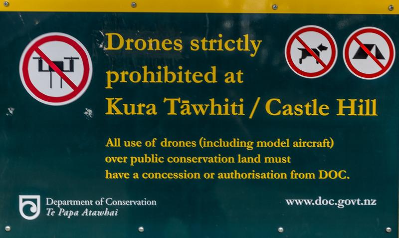 Wegen solcher Plakate und dem langwierigen Bewilligungsverfahren bleibt meine Drohne im Koffer