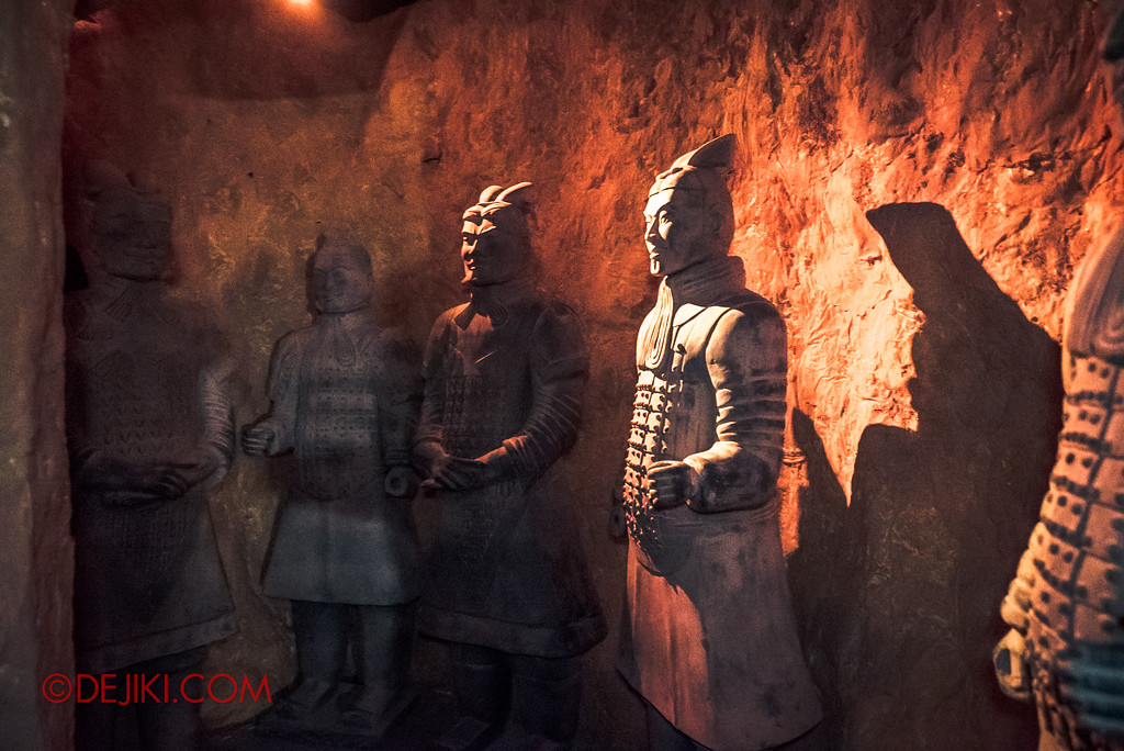 Halloween Horror Nights 7 - TERROR-Cotta Empress haunted house / Guardians