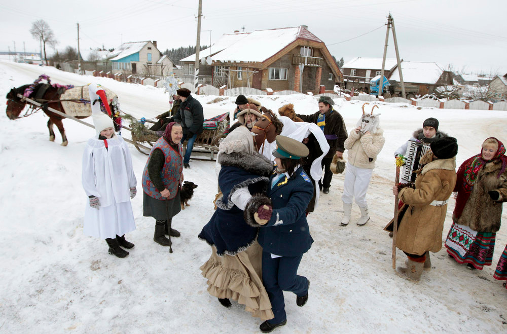 ". People celebrate the pagan rite called ""Kolyadki\"" in the village of Zhazhelka, some 48 km (30 miles) east of Minsk, January 7, 2013. Kolyada is a pagan winter holiday, which over the centuries has merged with Orthodox Christmas celebrations in Ukraine and some parts of Belarus.  REUTERS/Vasily Fedosenko"