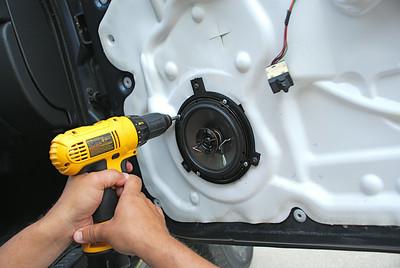 2002 Jeep Liberty Sport Front Door Speaker Installation - USA