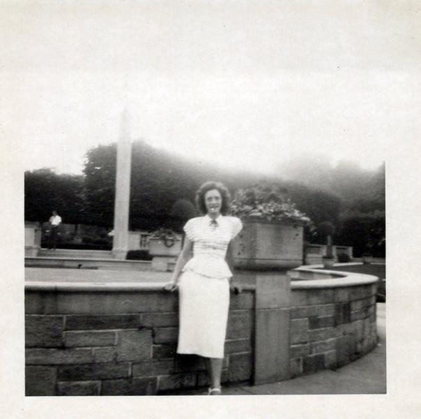 1949 Vivian Konyha Honeymoon (4).jpeg