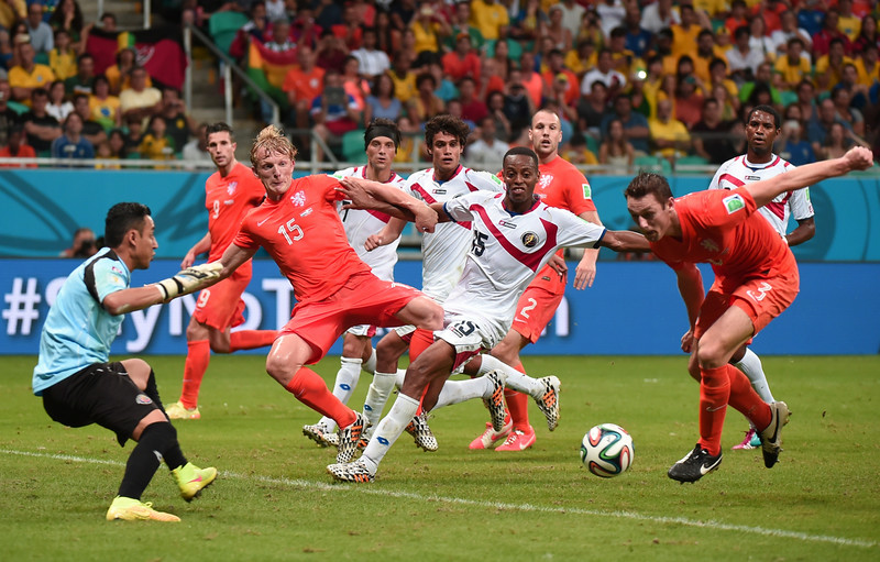 . Costa Rica\'s goalkeeper Keylor Navas (R) tries to stop a ball by Netherlands\' defender Stefan de Vrij, during a quarter-final football match between Netherlands and Costa Rica at the Fonte Nova Arena in Salvador during the 2014 FIFA World Cup on July 5, 2014.  (DAMIEN MEYER/AFP/Getty Images)