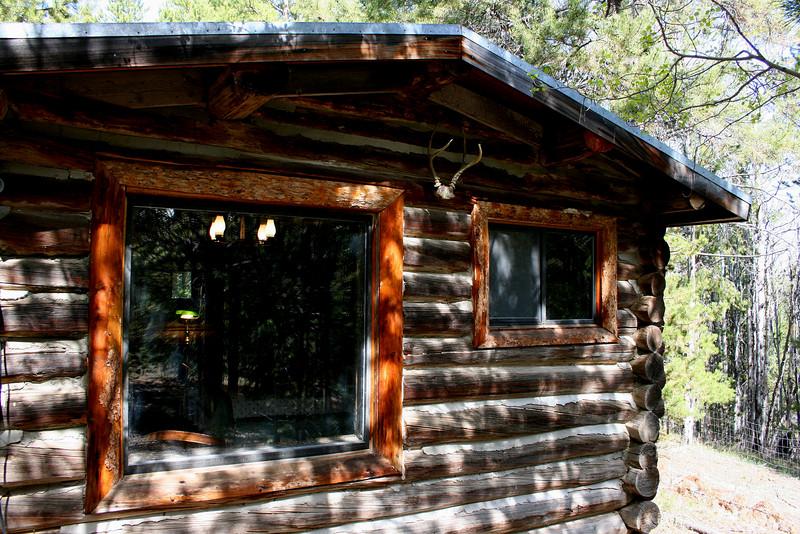 """""""Bear Den"""" Cabin"""