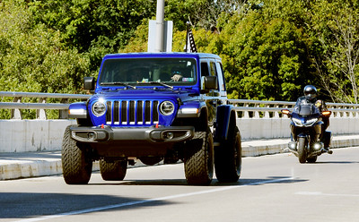 Jeep rally to support police