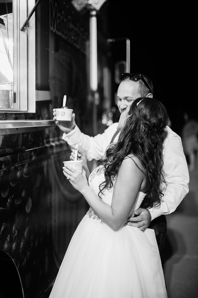 1009_Josh+Lindsey_WeddingBW.jpg