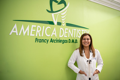 Francy Arciniegas- Dentist