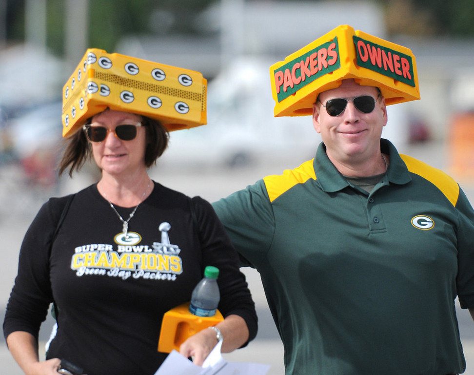 . Rusty and Jolena Shalla of Springfield, Mo., arrive for the Packers annual shareholders meeting at Lambeau Field. (AP Photo/The Green Bay Press-Gazette, H. Marc Larson)