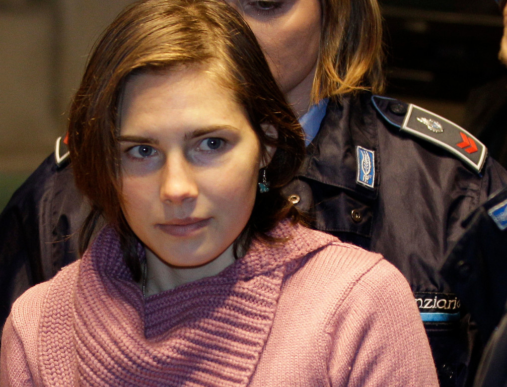 . Convicted US student Amanda Knox arrives for a hearing in her appeals trial, at Perugia\'s courthouse, Italy, Saturday, Dec. 18, 2010. Last year, Knox was convicted and sentenced to 26 years in prison for the murder of her British roommate Meredith Kercher. (AP Photo/Alessandra Tarantino)