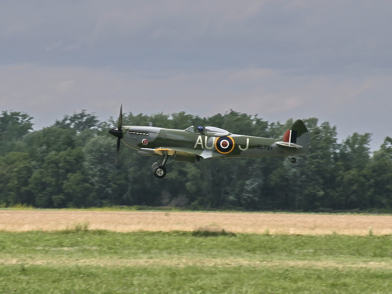 spitfire_landing_01_07142007.jpg