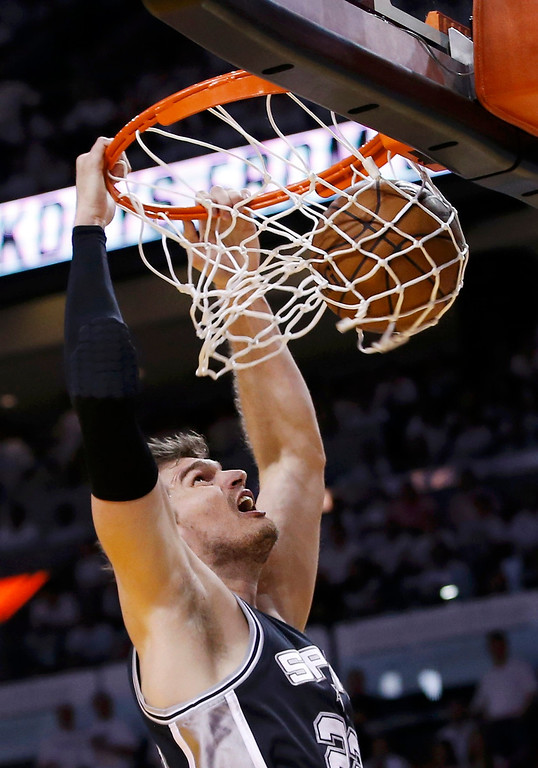 . San Antonio Spurs\' Tiago Splitter dunks against the Miami Heat during the second quarter in Game 7 of their NBA Finals basketball playoff in Miami, Florida June 20, 2013. REUTERS/Mike Segar