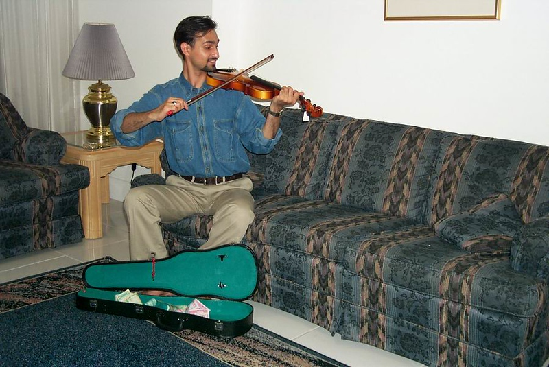 Haider-guitarist-on-street-1.jpg