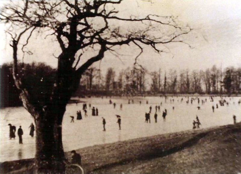 Skating on Coate Reservoir 1904