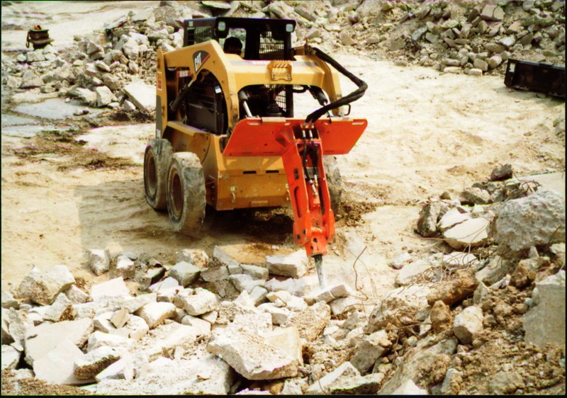NPK E203 hydraulic hammer on Cat skid steer (Carr Bros 7-23-01) (12).JPG