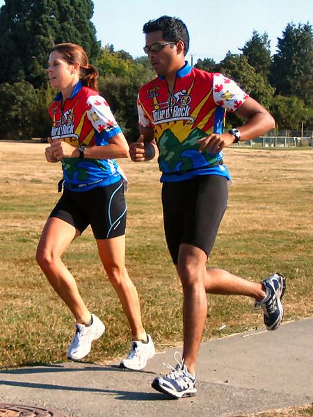 2005 Cadboro Bay Triathlon - Healy now alone in 4th, not far behind