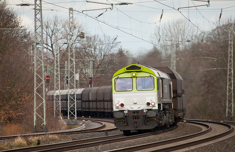 Captrain 6605 leads the coke empties 26410 (Bottrop - Seraing/B) south of Kohlscheid.