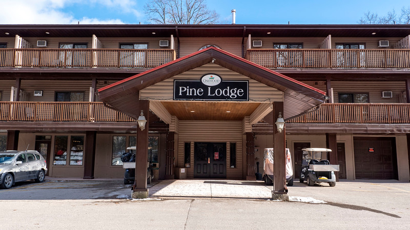 Ontario-Grand-Bend-Oakwood-Resort-Spa-01.jpg
