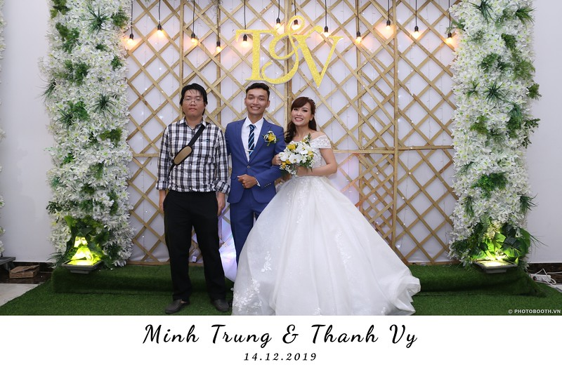 Trung-Vy-wedding-instant-print-photo-booth-Chup-anh-in-hinh-lay-lien-Tiec-cuoi-WefieBox-Photobooth-Vietnam-081.jpg