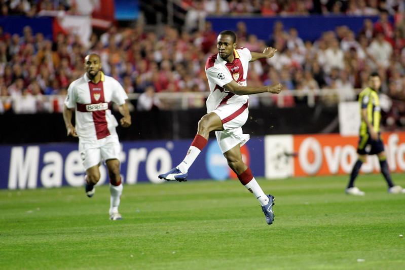 Seydou Keita (Sevilla) kicking the ball. UEFA Champions League first knockout round game (second leg) between Sevilla FC (Seville, Spain) and Fenerbahce (Istambul, Turkey), Sanchez Pizjuan stadium, Seville, Spain, 04 March 2008.