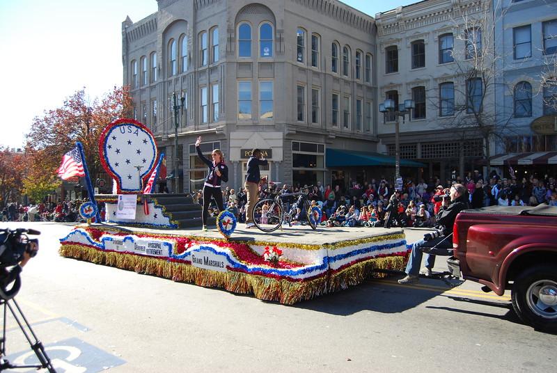 Parade 327.jpg