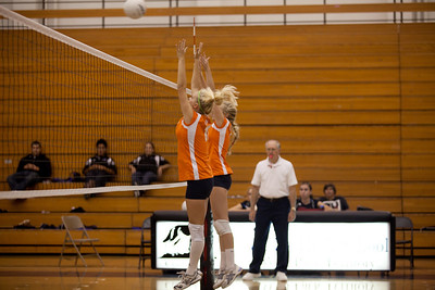2010: Ladies Volleyball vs Westhills