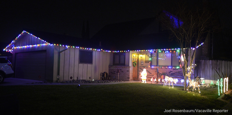 VAC-L-Christmas Displays-1222-012