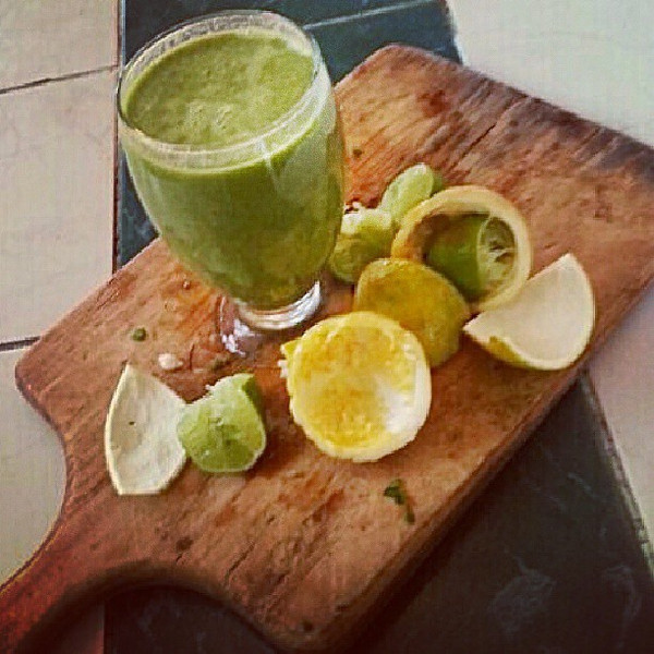 It_s_the_small_things_that_make_me_happy._My_Galapagos_landlord_brought_me_a_blender_and_now_I_can_make_my_own_green_smoothies._This_one_with_spinach__passionfruit__orange_and_lime..jpg
