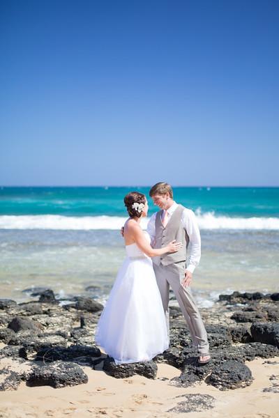 gillin beach kauai wedding-28.jpg