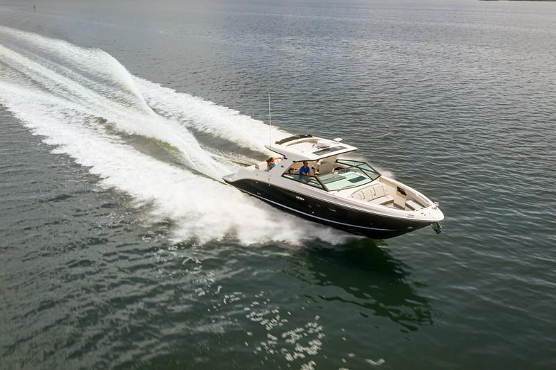 2021-SLX-400-SLX400-running-starboard-bow-three-quarter-01324-2.jpg