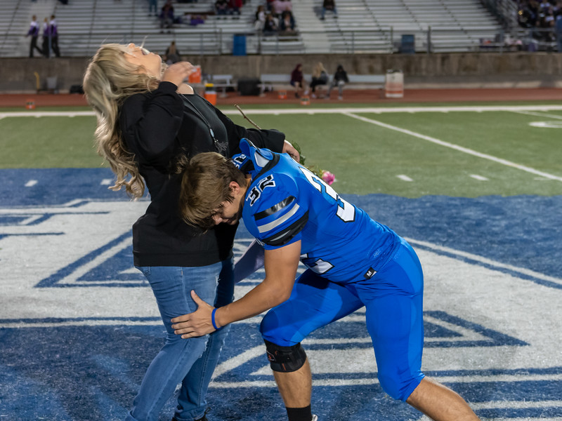 LV2019_SeniorNight-16.jpg