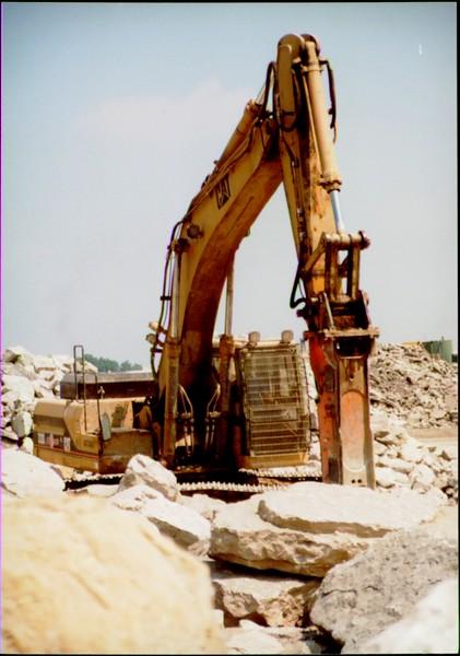 NPK E216 hydraulic hammer on Cat excavator at Zanesville Quarry 8-7-01 (2).JPG