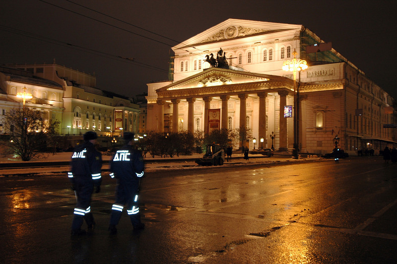 041231 2156 Russia - Moscow - New Years Eve - Bolshoi Opera House with guards _P ~E ~L.JPG