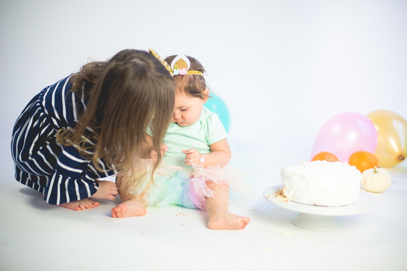 Nora Cake Smash-21.jpg