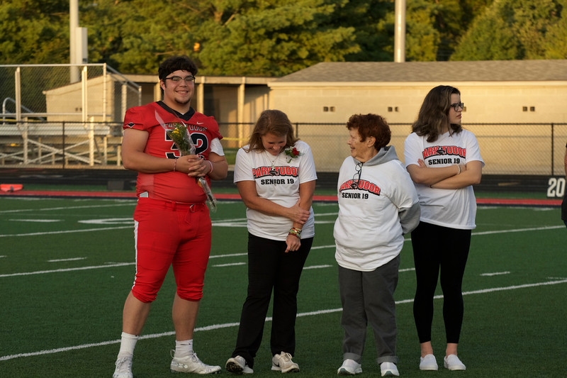 2018_09_28_FootballSeniorNight043.jpg