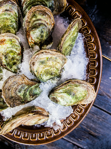 oysters unshucked on ice.jpg