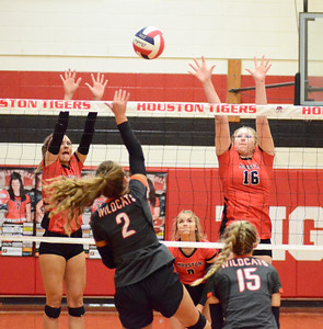 HHS volleyball vs. Licking