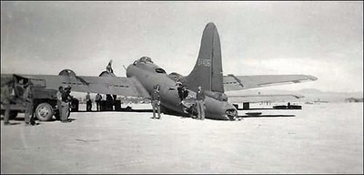 "B-17E bomber, the ultimate ""fighting fortress"""