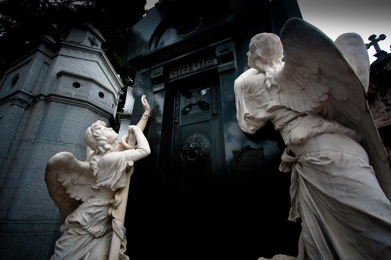 recoleta-angels_5735077677_o.jpg