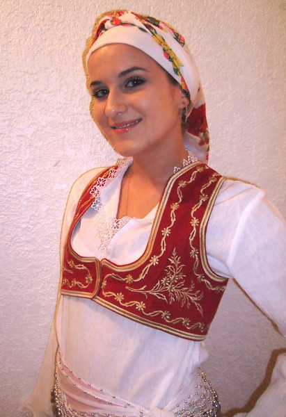 Aida is Middle school student. She loves dance and volleyball.