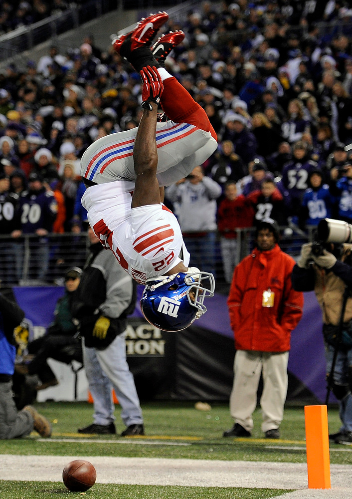. New York Giants running back David Wilson flips after scoring a touchdown in the first half of an NFL football game against the Baltimore Ravens in Baltimore, Sunday, Dec. 23, 2012. (AP Photo/Nick Wass)