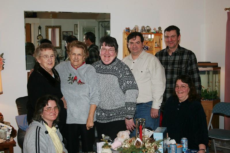 Lorraine, Norma,Gerry,Diane,Dale,John & Janine (Jan 2006).JPG
