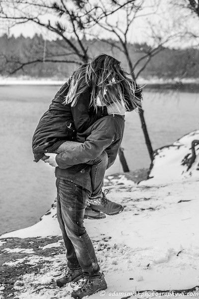 Hope_Noah_snowy_engagement_preview-13.jpg