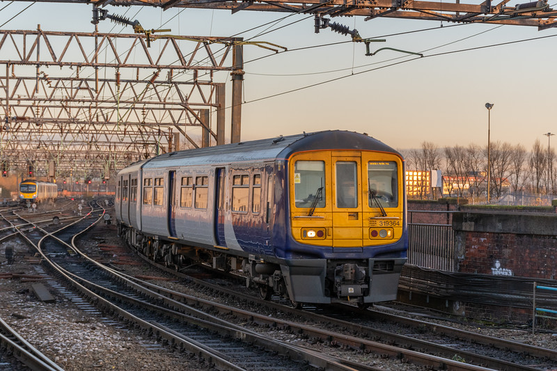 Northern (Unbranded) 319364, Manchester Piccadilly