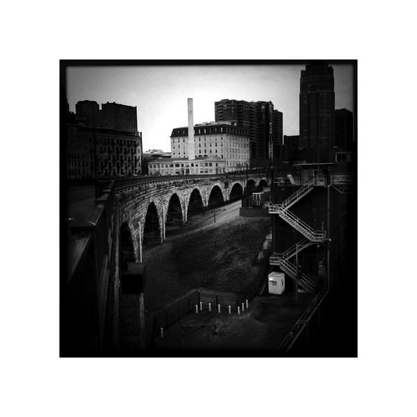 b:w Stone Arch Bridge.jpg
