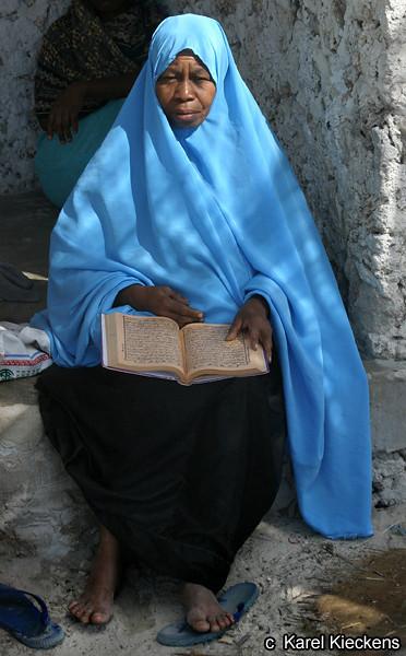 T.03_33.Jambiani.Met de Koran.jpg
