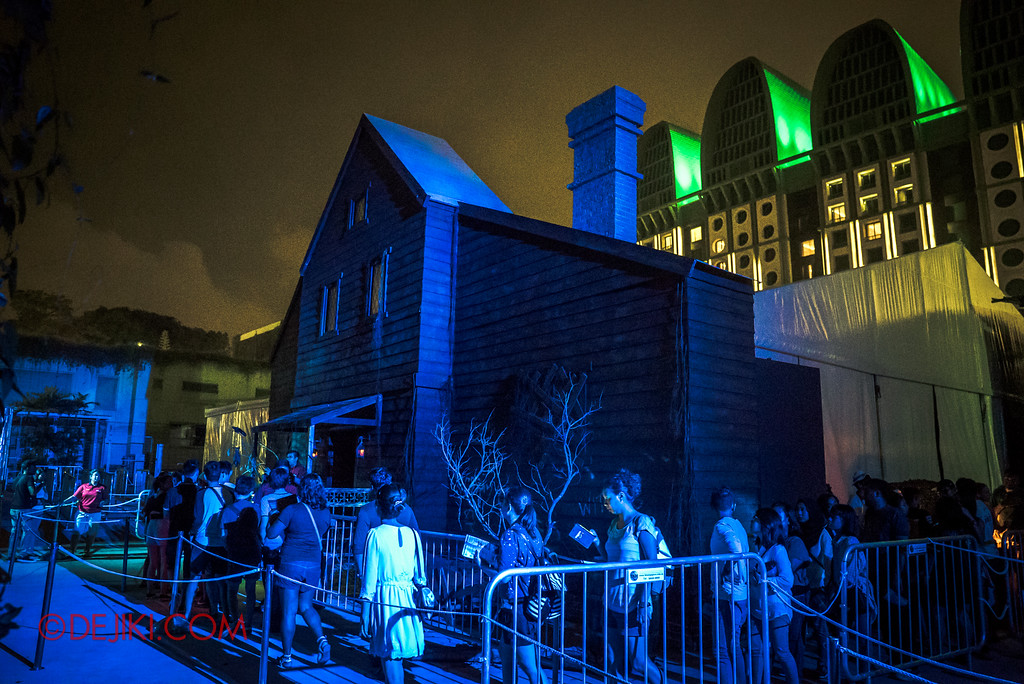 Halloween Horror Nights 6 - Salem Witch House / The House from afar