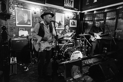 Robin Bibi Band The Cavern Freehouse Dec 2015